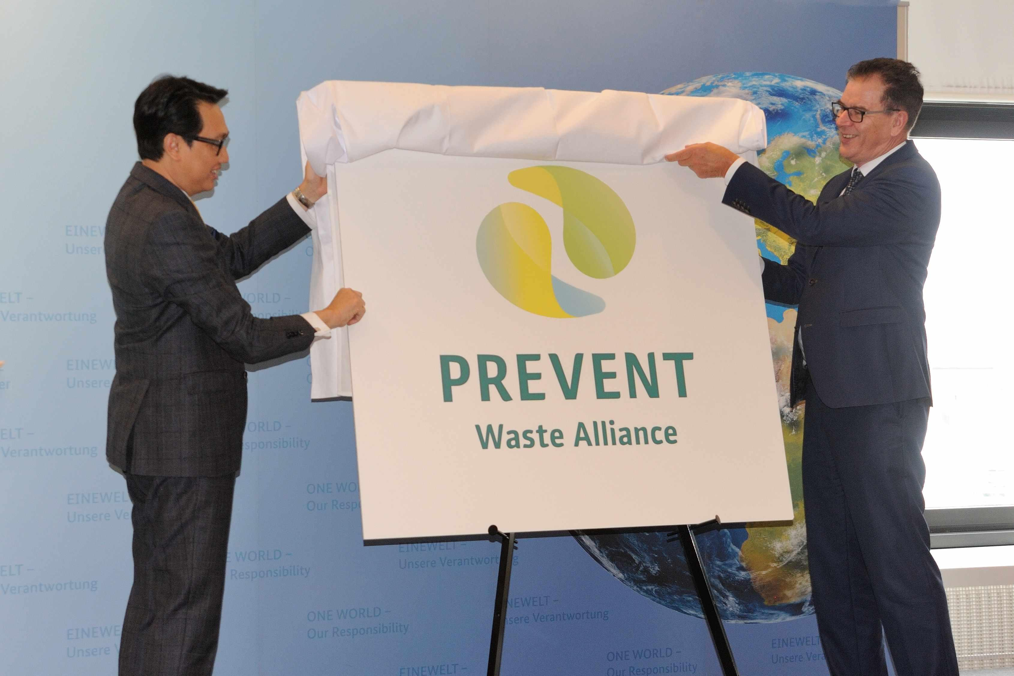 Joint unveiling of the alliance logo